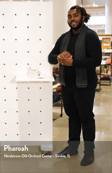 Kinsley Sneaker, sales video thumbnail