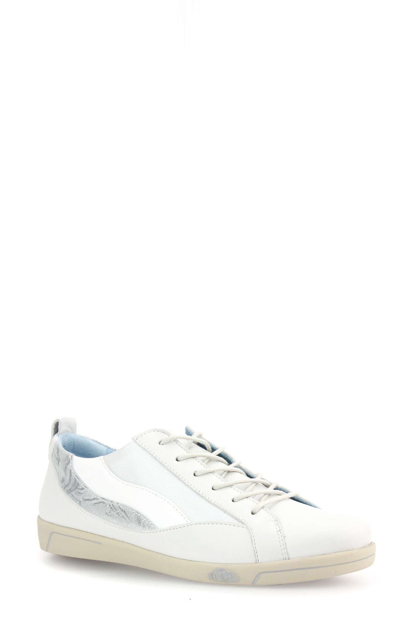 Agnes Sneaker