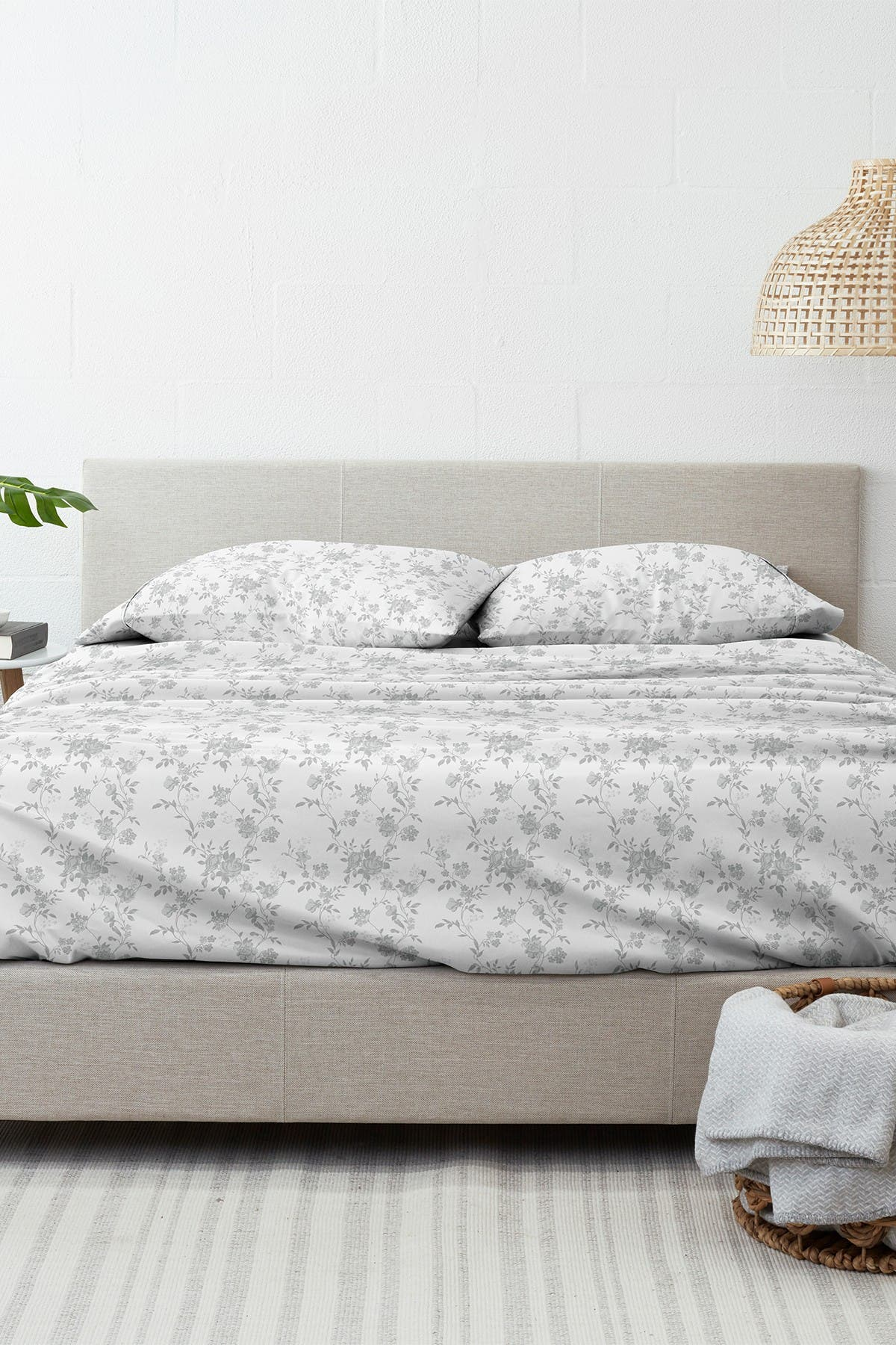 Image of IENJOY HOME Home Collection Premium Sylvan Rose 4-Piece Queen Flannel Bed Sheet Set - Gray