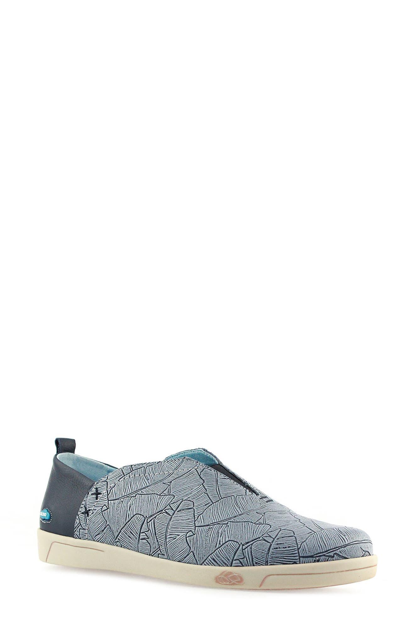 Alaska Slip-On Sneaker Women)