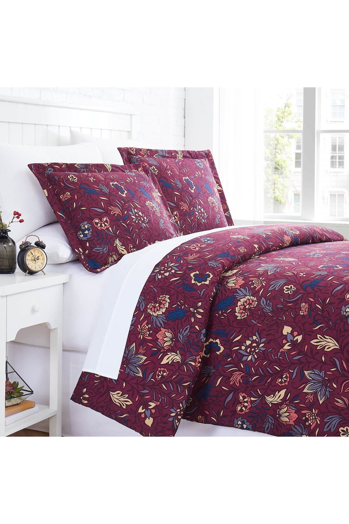 Image of SOUTHSHORE FINE LINENS Blooming Blossoms Duvet Cover Set - Red - Full/Queen