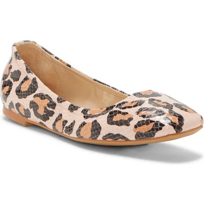 Vince Camuto Brindin Flat- Brown