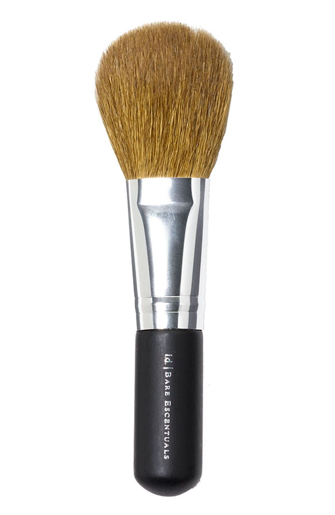 What it is: A natural-bristle face brush with a tapered head that provides medium-to-full coverage. What it does: Ideal for use with loose powder or powder foundation, this flexible, full-tapered brush delivers natural-looking coverage when applied in broad sweeping strokes all over the face. With natural fibers selectively chosen for their quality, the semi-round brush shape makes it versatile and a go-to for your complexion needs. How to use: