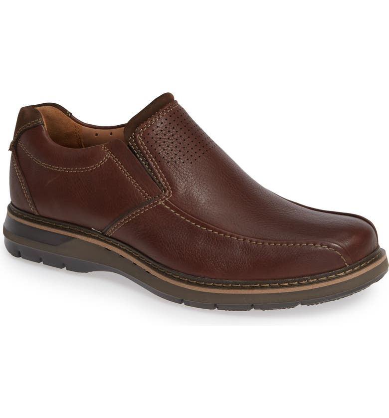CLARKS<SUP>®</SUP> Un Ramble Step Venetian Loafer, Main, color, MAHOGANY LEATHER