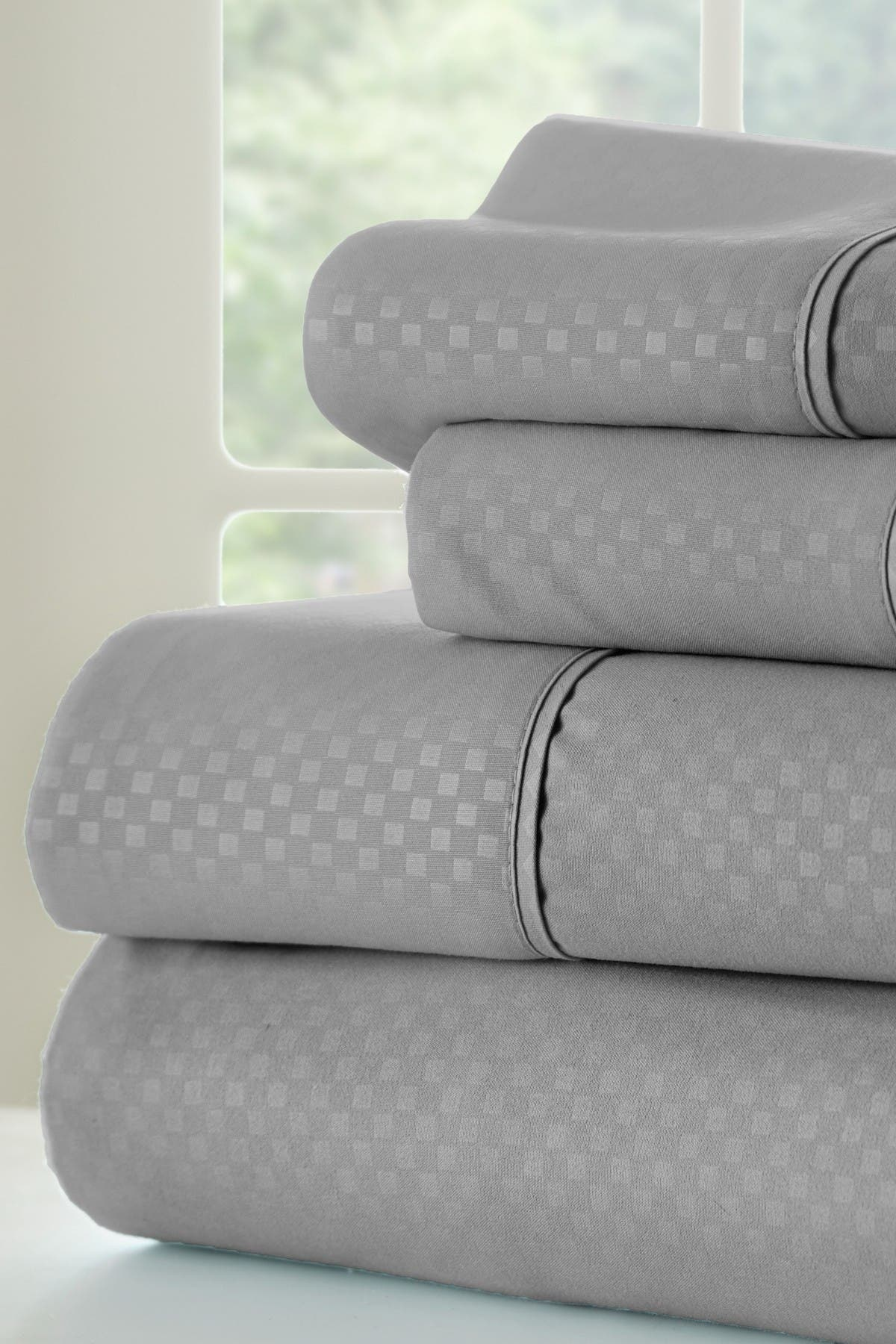 Image of IENJOY HOME Hotel Collection Premium Ultra Soft 4-Piece Checkered Queen Bed Sheet Set - Gray