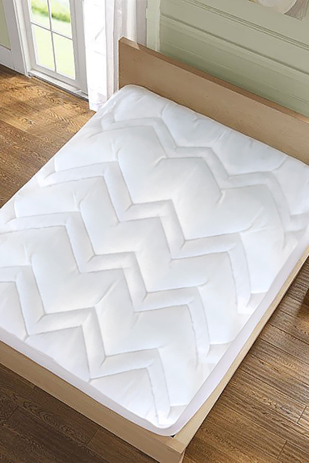 Image of Blue Ridge Home Fashions King Kathy Ireland Home Classic Microfiber Mattress Pad - White