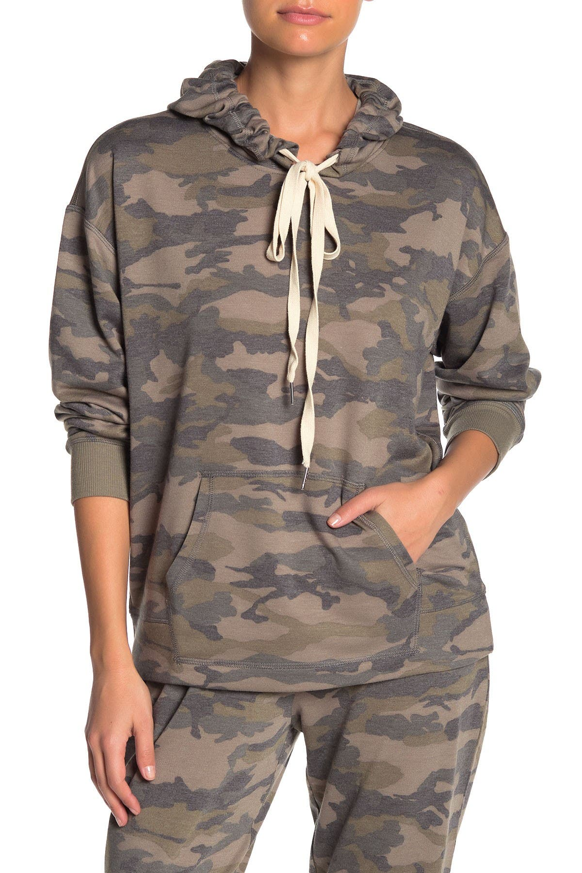 Image of Socialite Long Sleeve Print Pocket Hoodie
