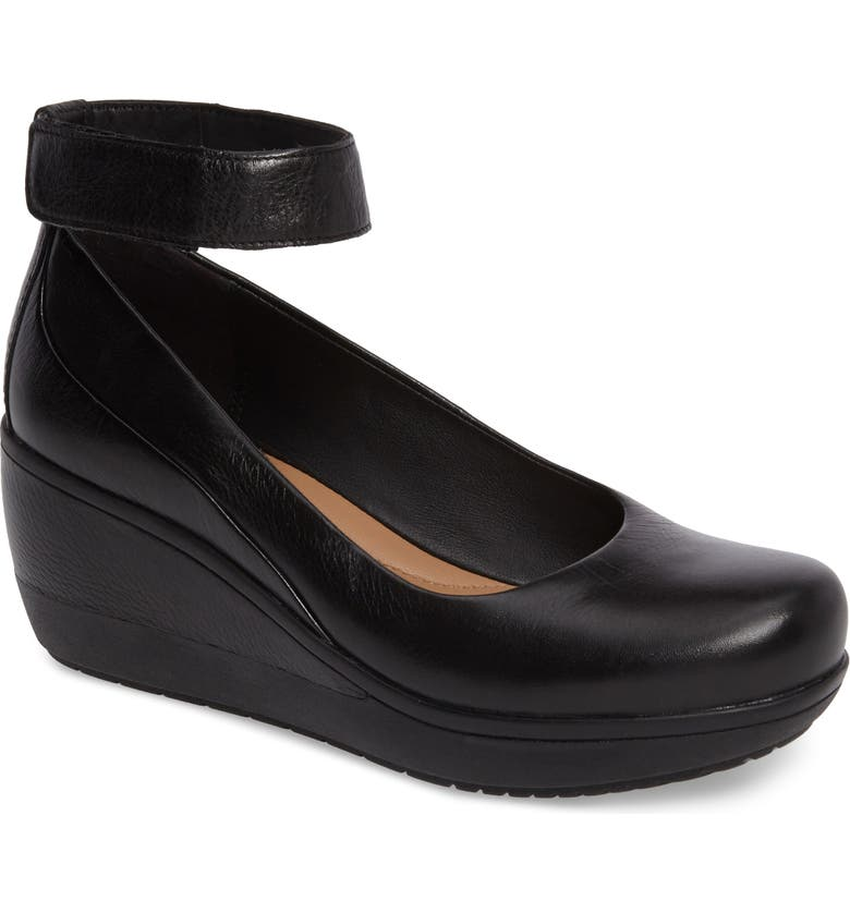 CLARKS<SUP>®</SUP> Wynnmere Fox Ankle Strap Pump, Main, color, 001