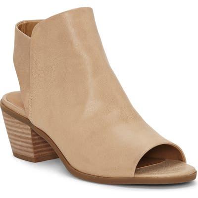 Lucky Brand Baaka Shield Sandal, Beige