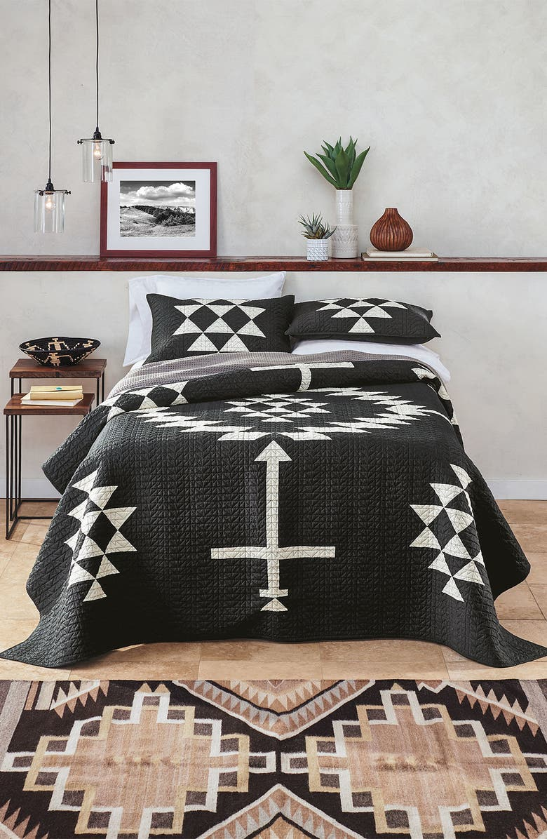 PENDLETON Los Ojos Quilt & Sham Set, Main, color, WHITE/ BLACK