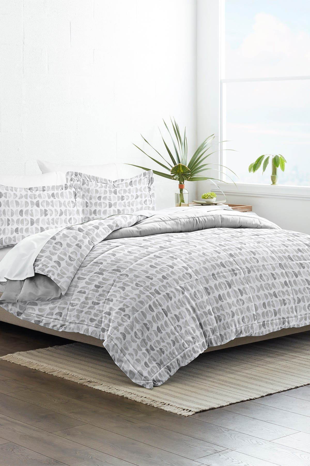 Image of IENJOY HOME Home Collection Premium Down Alternative Moonlight Stars Reversible King/Calfironia King Comforter 3-Piece Set - Light Gray