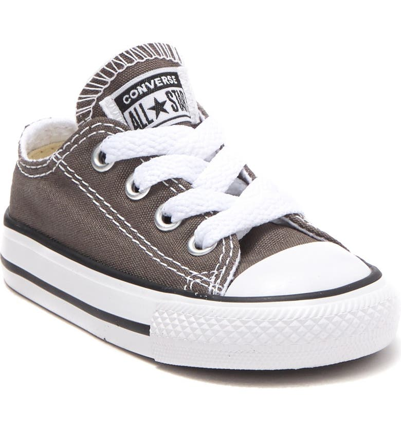 CONVERSE Chuck Taylor<sup>®</sup> Low Top Sneaker, Main, color, 010
