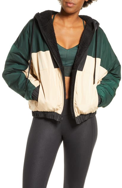 Alo Yoga Duality Reversible Faux Shearling Jacket In Black/ Putty/ Forest