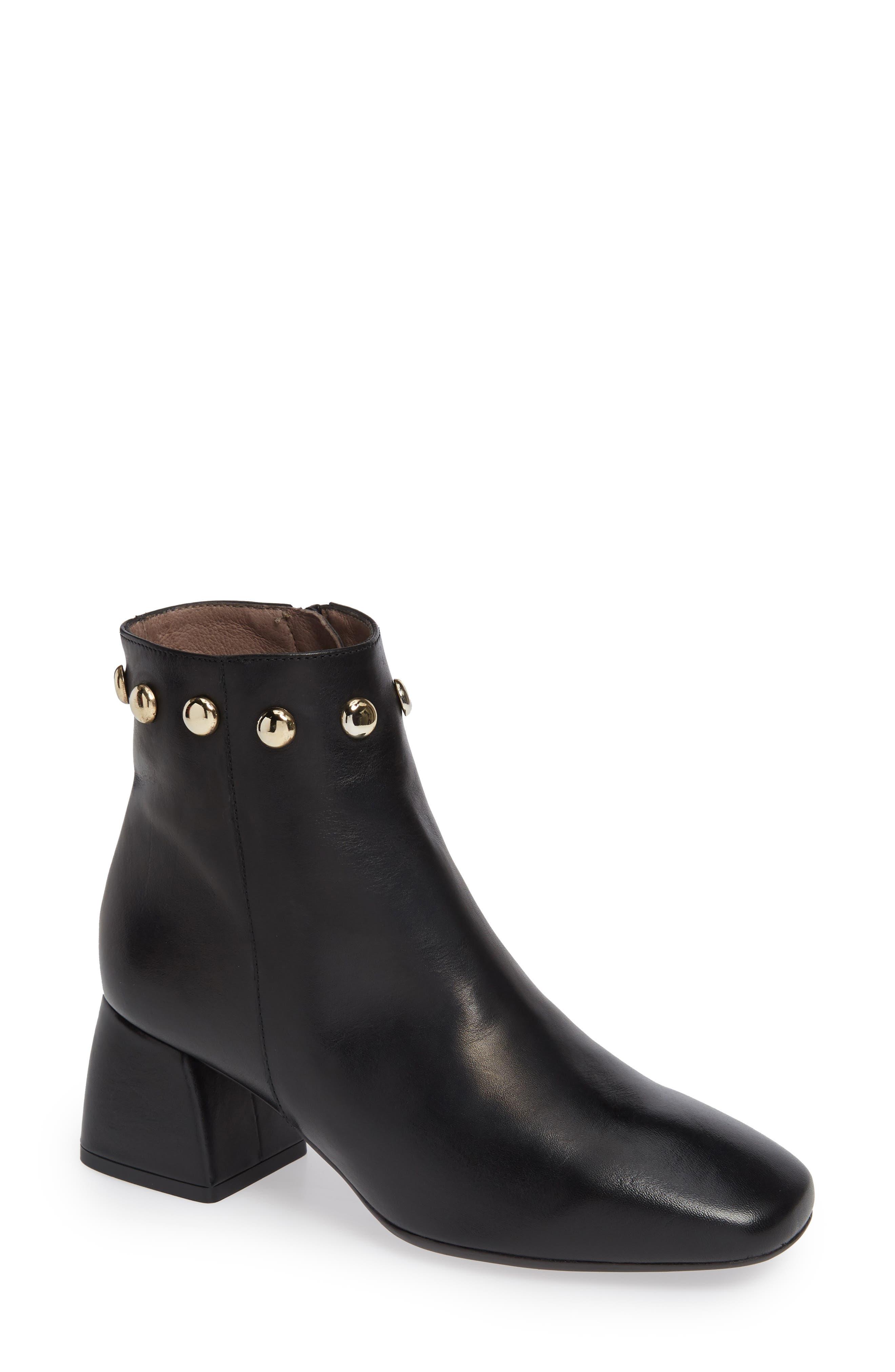 Wonders Block Heel Ankle Bootie - Black