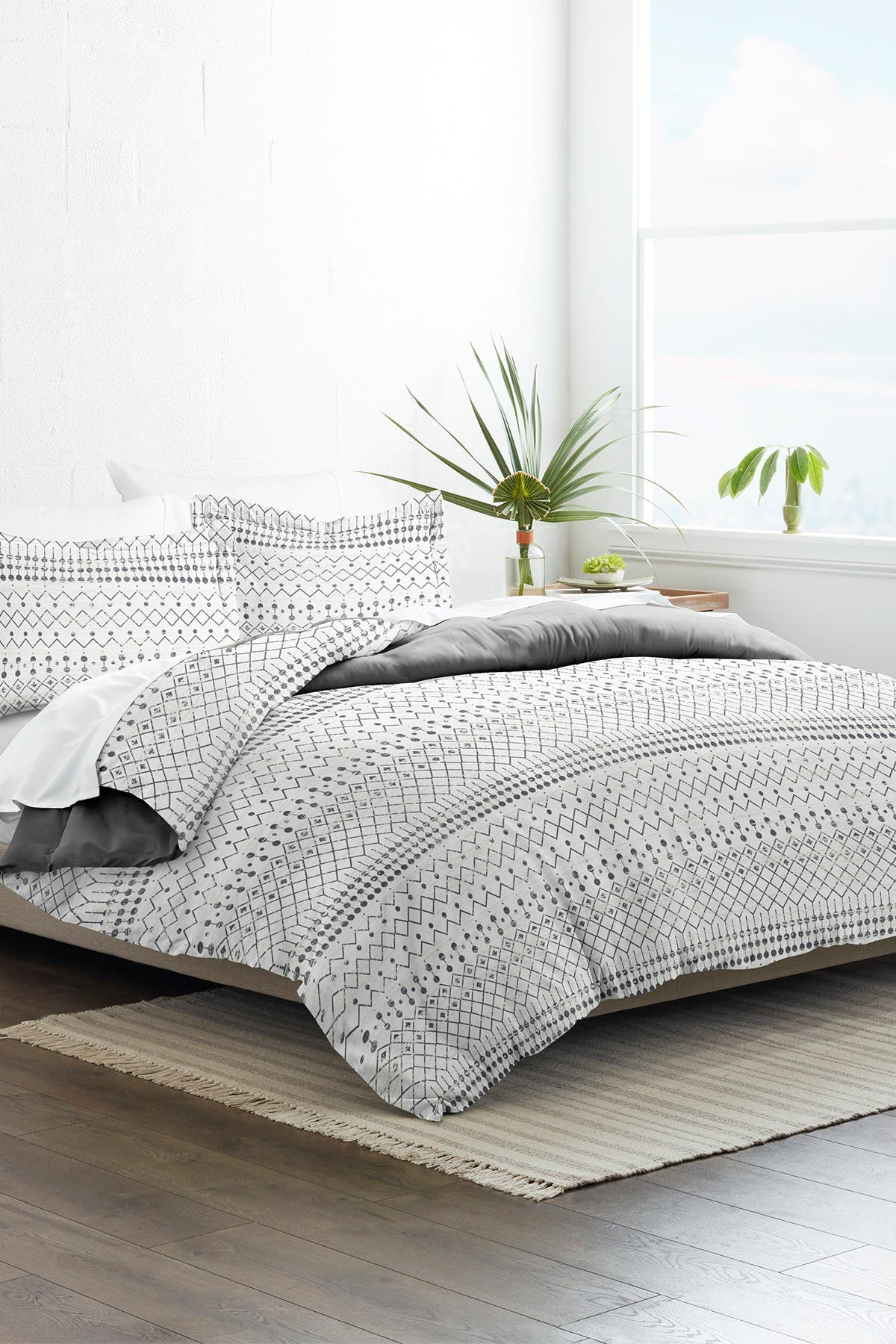 Image of IENJOY HOME Home Collection Premium Ultra Soft Etched Gate Pattern 3-Piece Full/Queen Reversible Duvet Cover Set - Gray