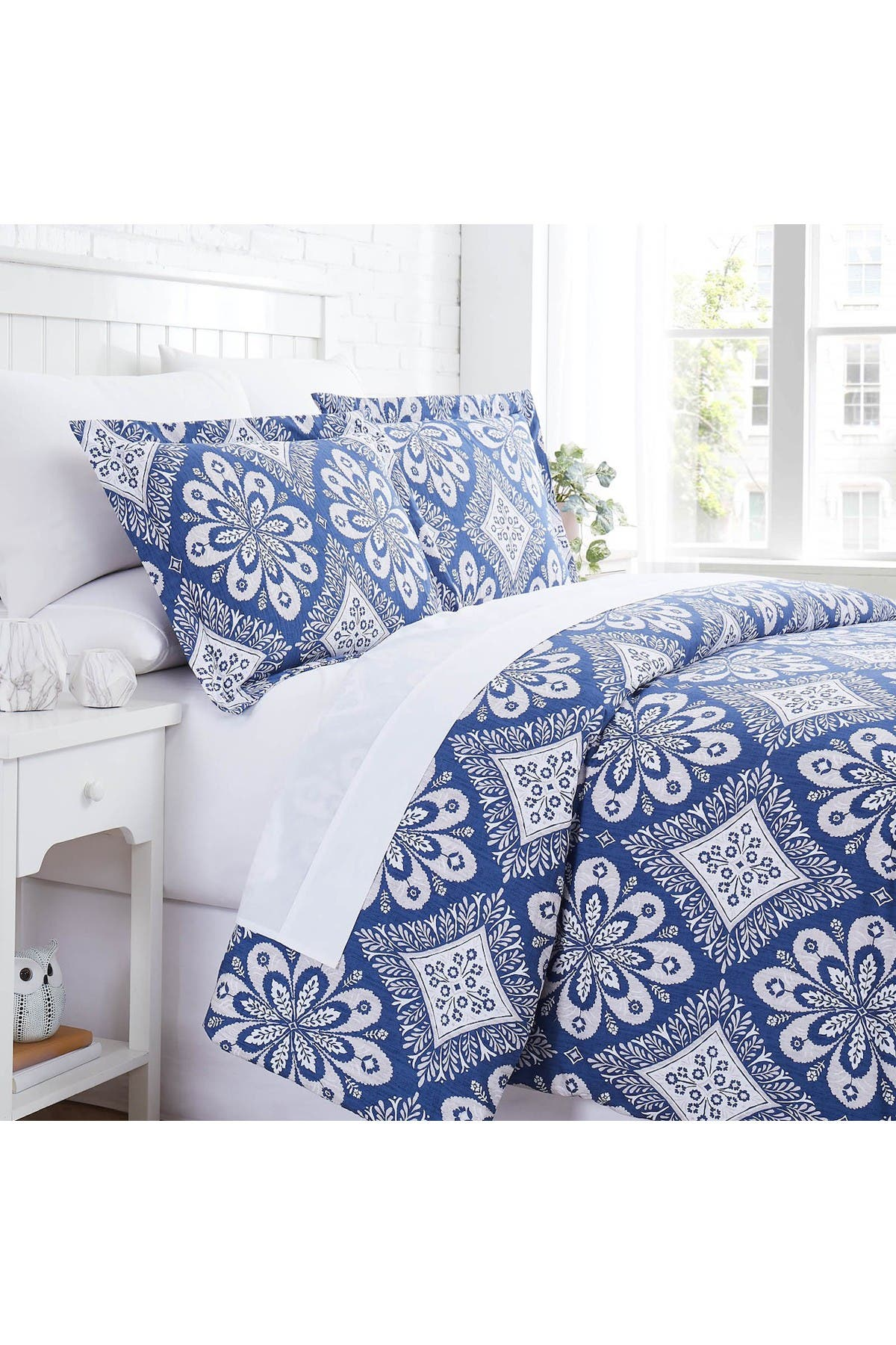 Image of SOUTHSHORE FINE LINENS Tranquility Duvet Cover Set - Blue - King/California King