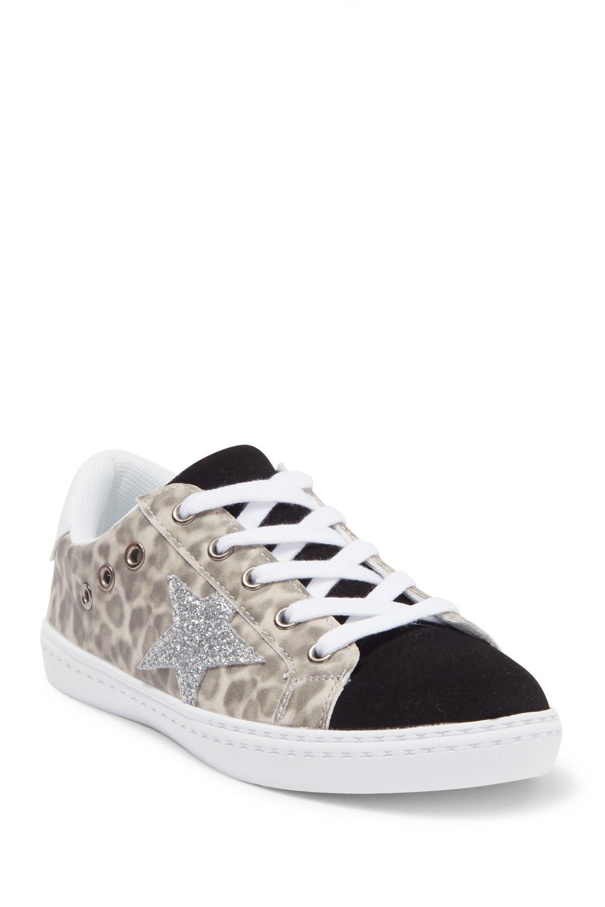 HOO Sneaker