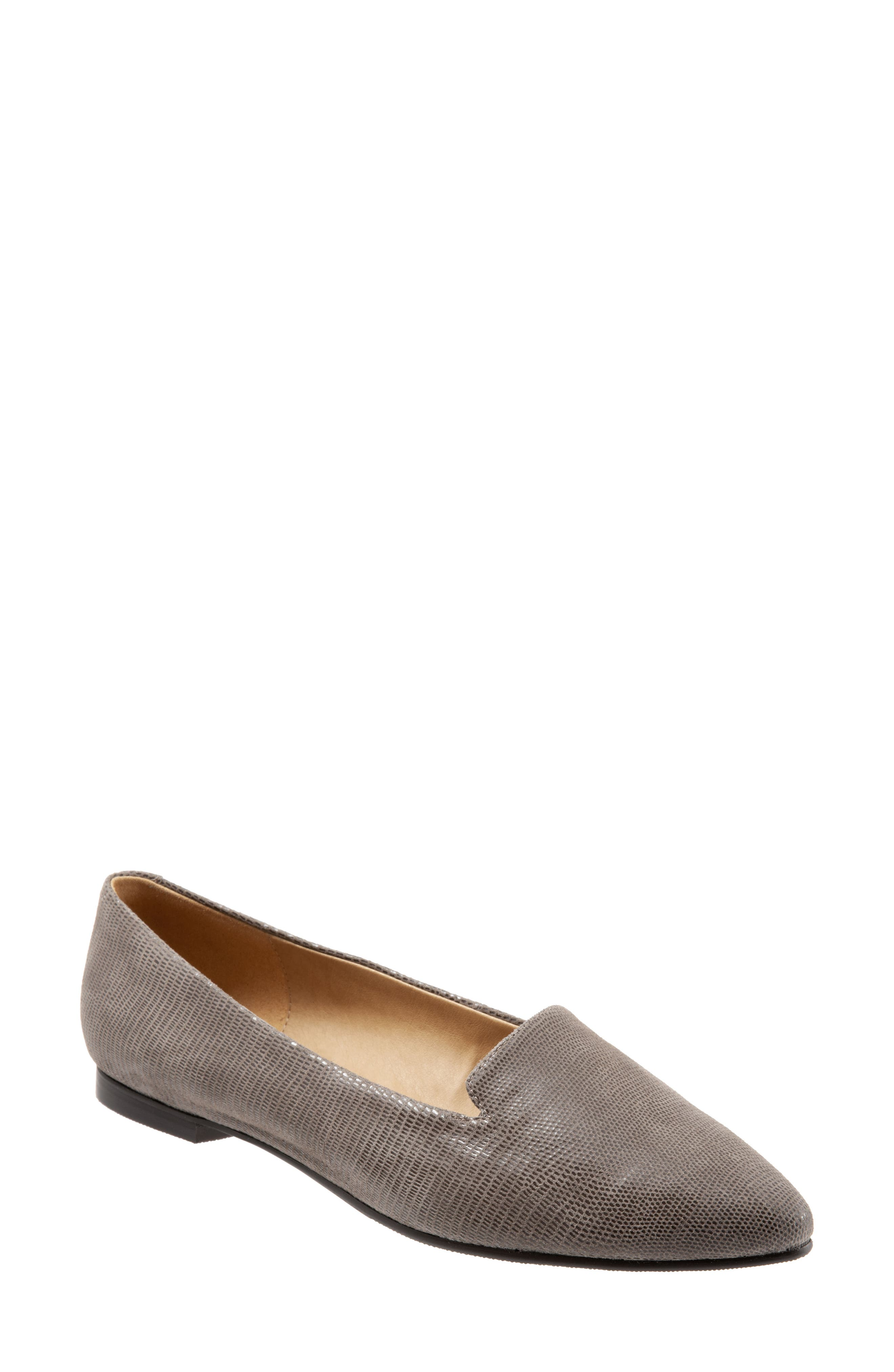 Trotters Harlowe Pointy Toe Loafer, Brown