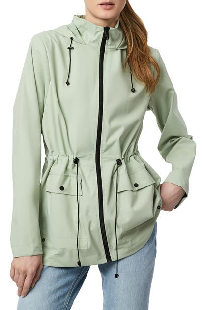 Bernardo MICRO BREATHABLE HOODED RAIN JACKET