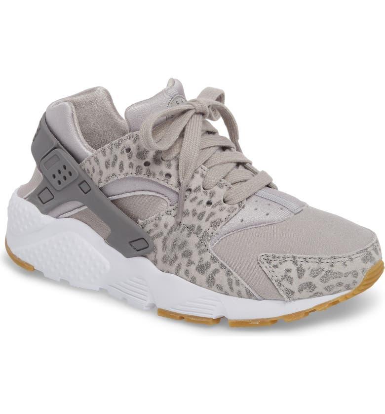 running shoes buy sale look good shoes sale Huarache Run SE Sneaker