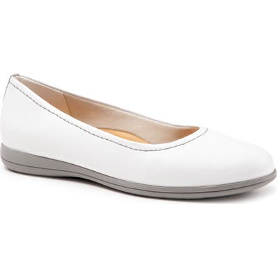 Trotters Darcey Skimmer Flat, White