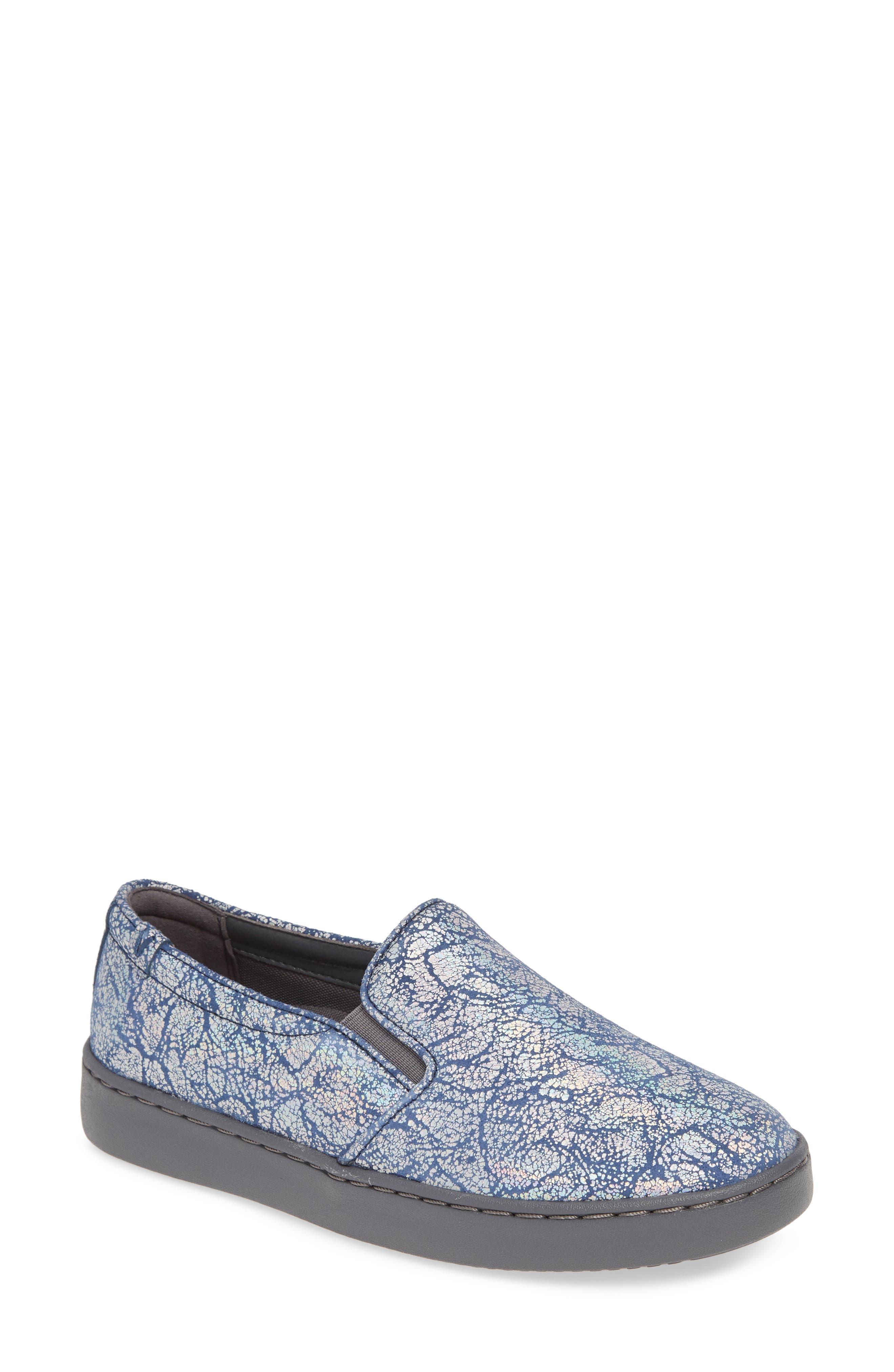 Vionic Avery Sneaker- Blue