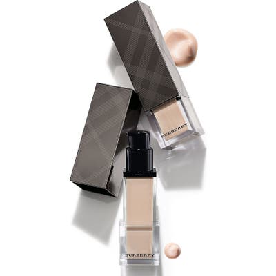 Burberry Beauty Fresh Glow Luminous Fluid Base -
