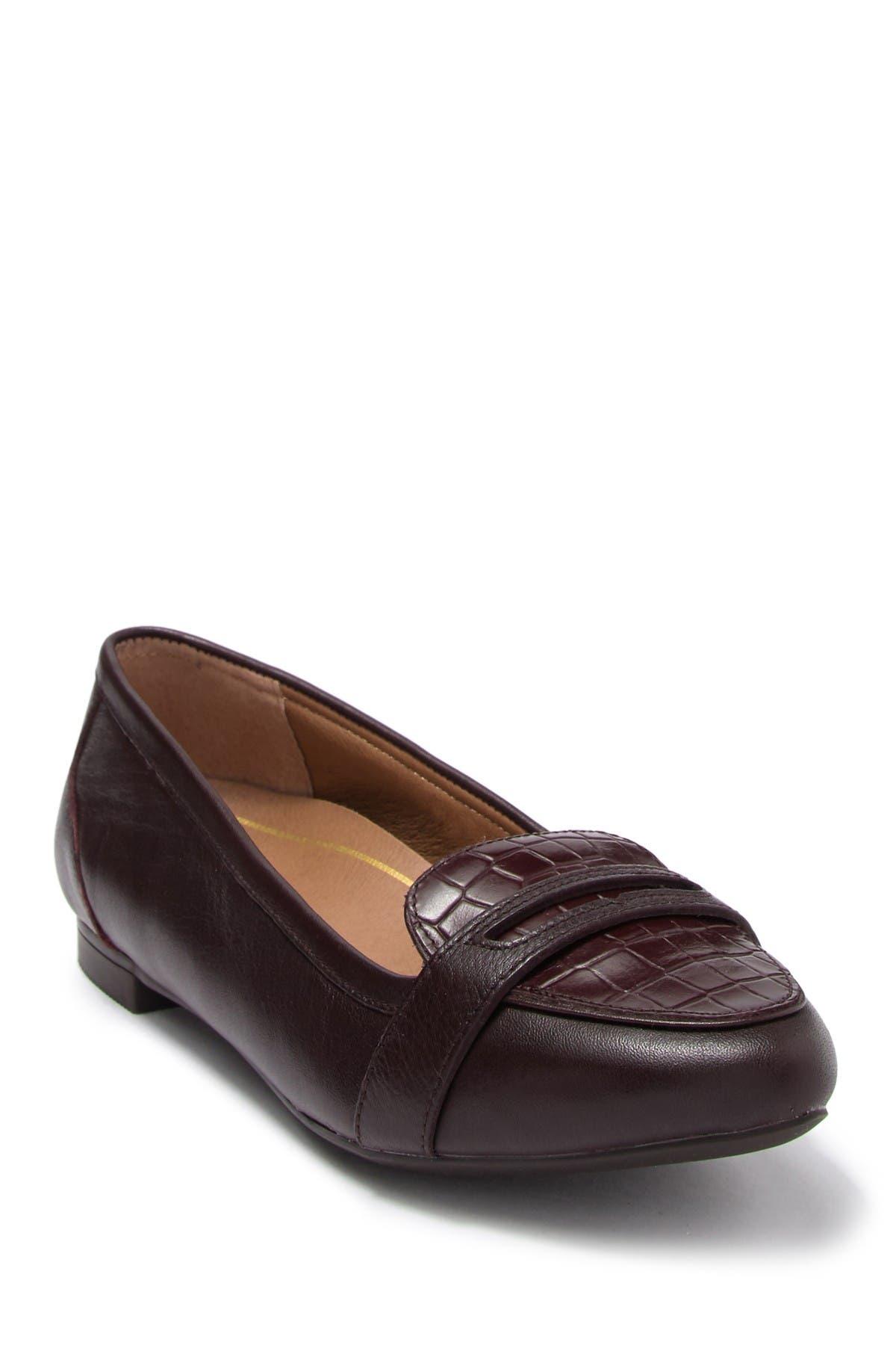 Vionic | Savannah Croc Embossed Leather