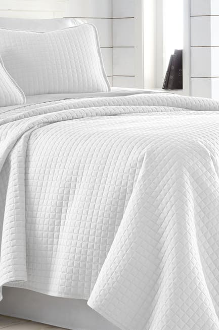 Image of SOUTHSHORE FINE LINENS King/California King Southshore Fine Linens Vilano Springs Oversized Quilt Set - Bright White