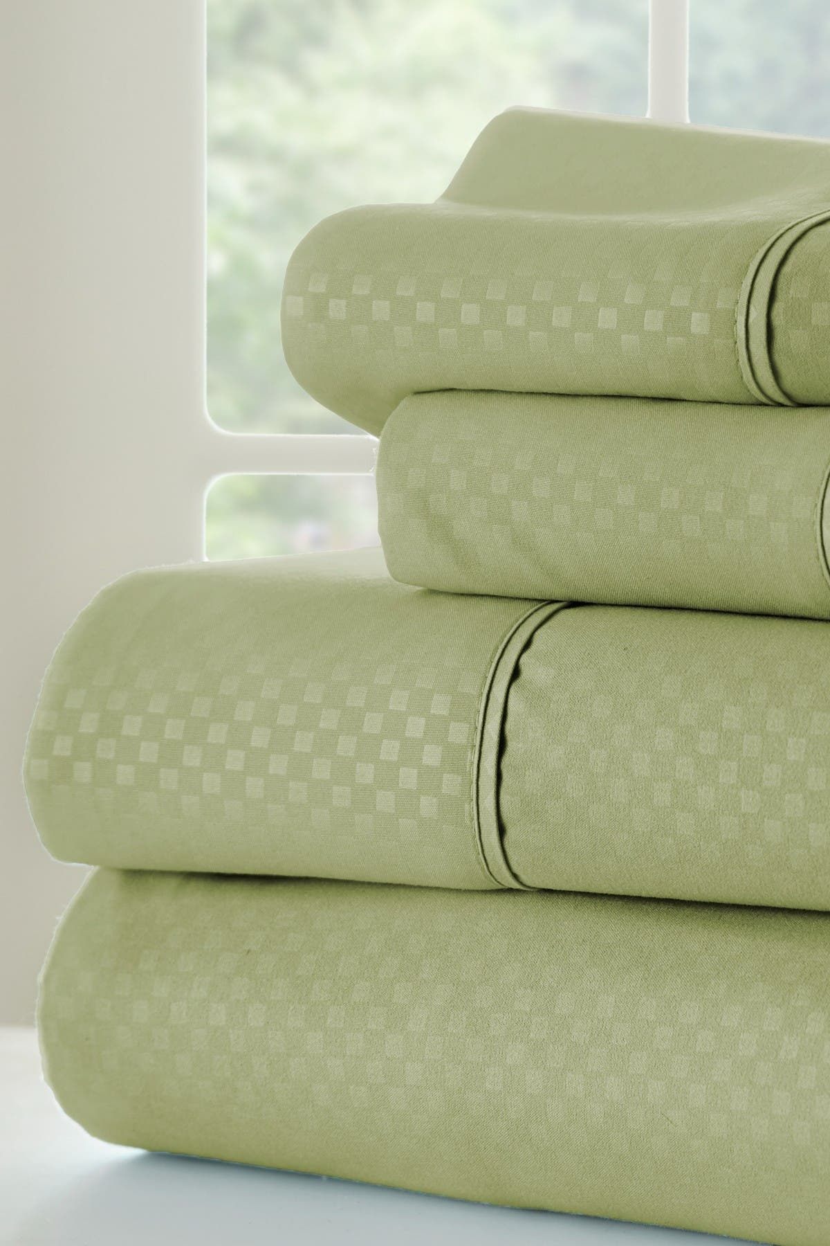 Image of IENJOY HOME California King Hotel Collection Premium Ultra Soft 4-Piece Checkered Bed Sheet Set - Sage