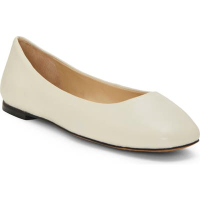 Vince Camuto Bicanna Flat- White