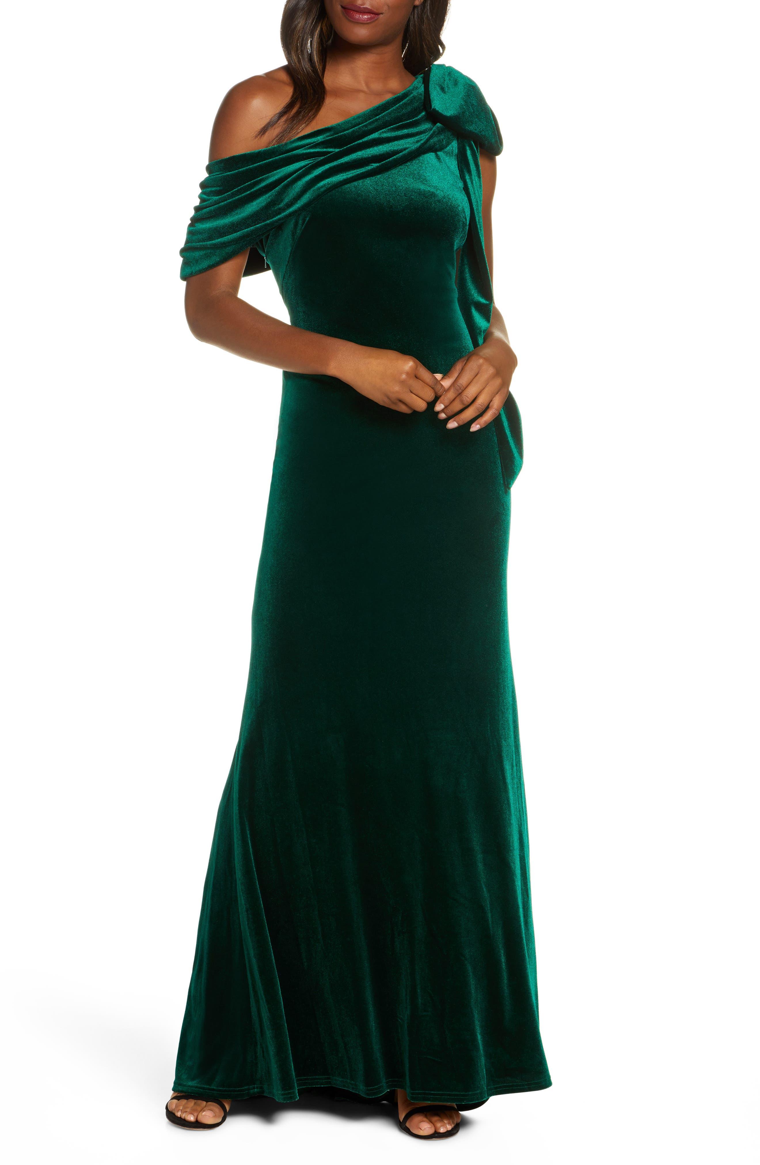 1950s Formal Dresses & Evening Gowns to Buy Womens Tadashi Shoji One-Shoulder Bow Velvet Gown $408.00 AT vintagedancer.com