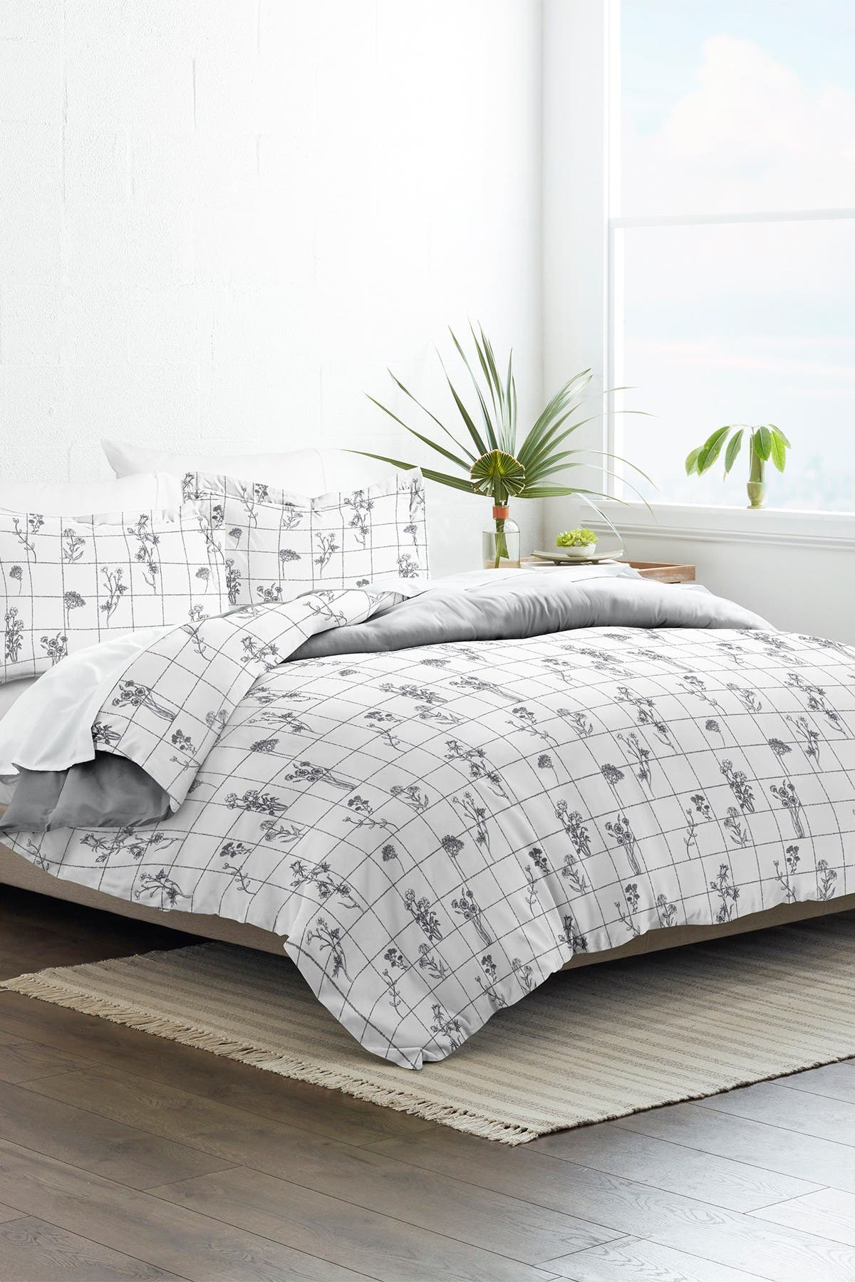 Image of IENJOY HOME Home Collection Premium Ultra Soft Flower Field Pattern 3-Piece Full/Queen Reversible Duvet Cover Set - Gray