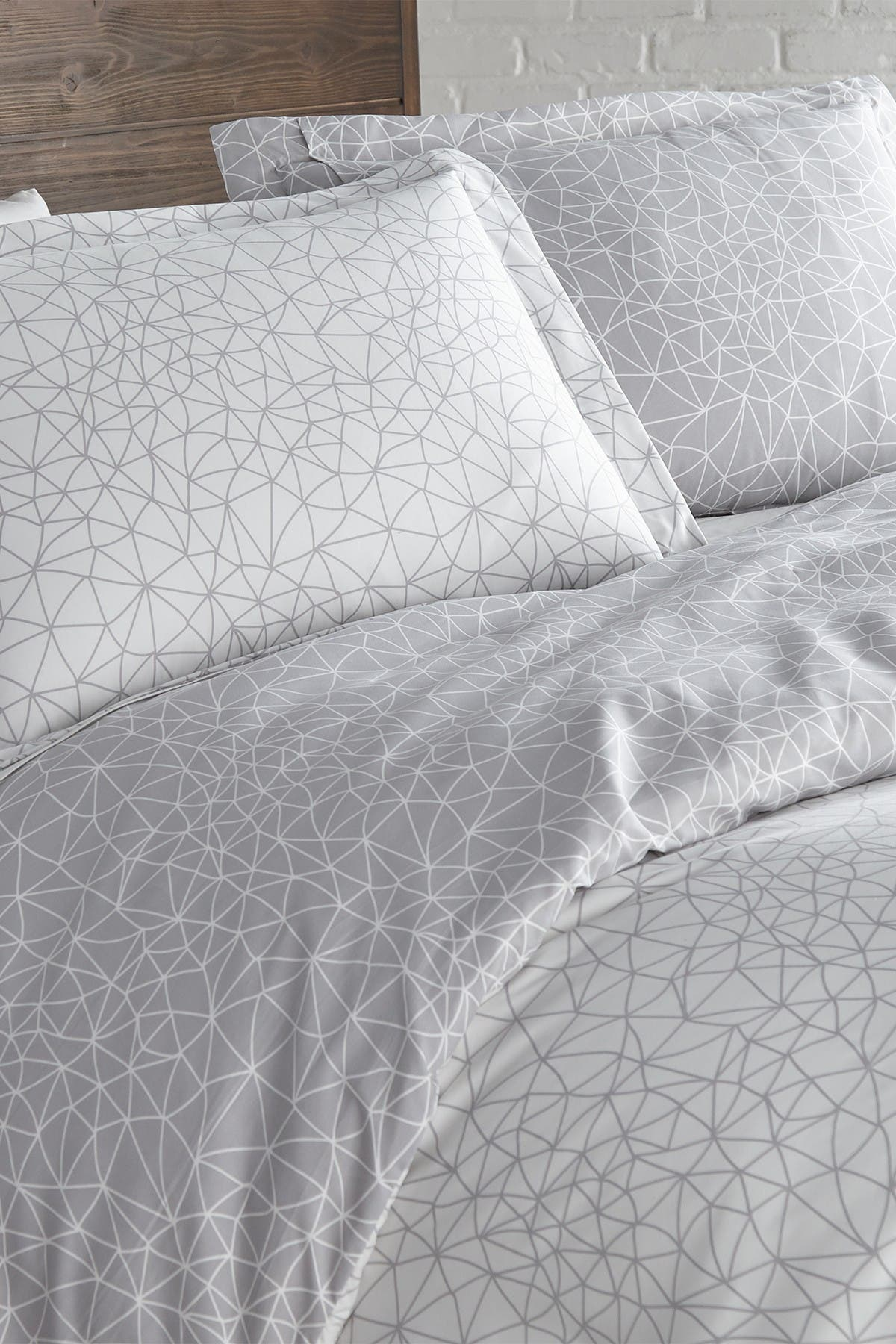 Image of SOUTHSHORE FINE LINENS King/California King Premium Collection Ultra-Soft Modern Duvet Cover Sets - Geo Maze Grey