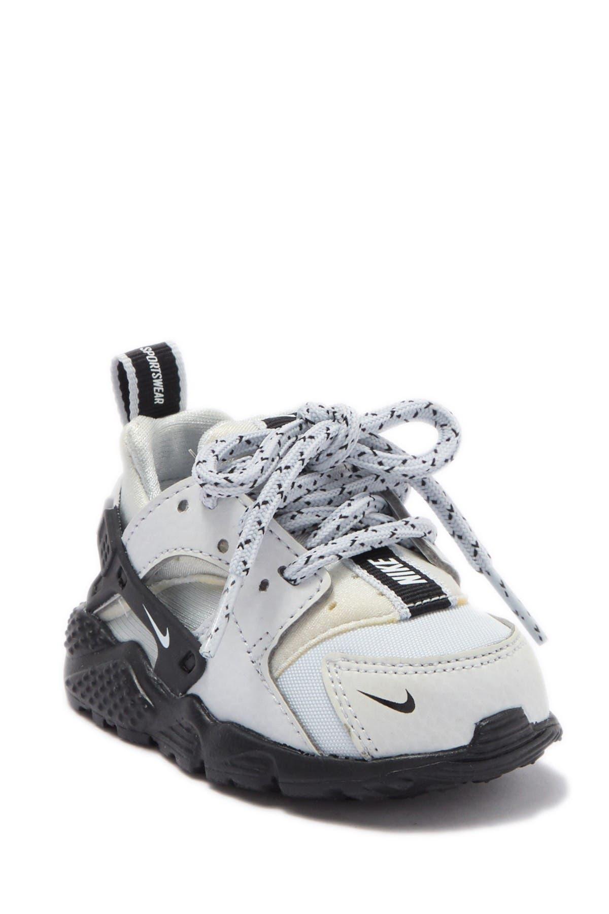 Nike | Huarache Run SE Sneaker