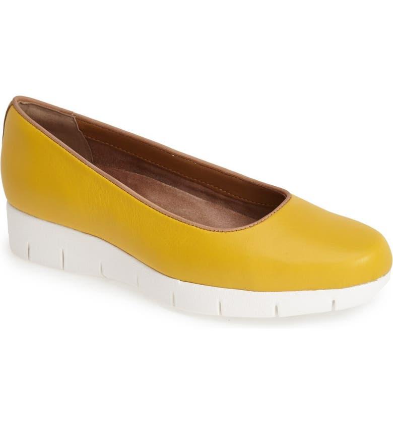 CLARKS<SUP>®</SUP> 'Daelyn Towne' Platform Sneaker, Main, color, 250