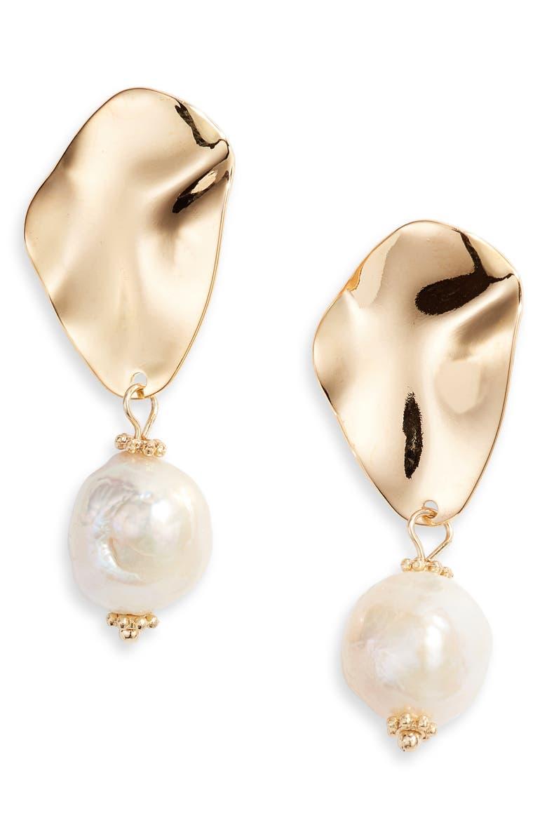 TEN79LA Freshwater Pearl Ripple Earrings, Main, color, 710