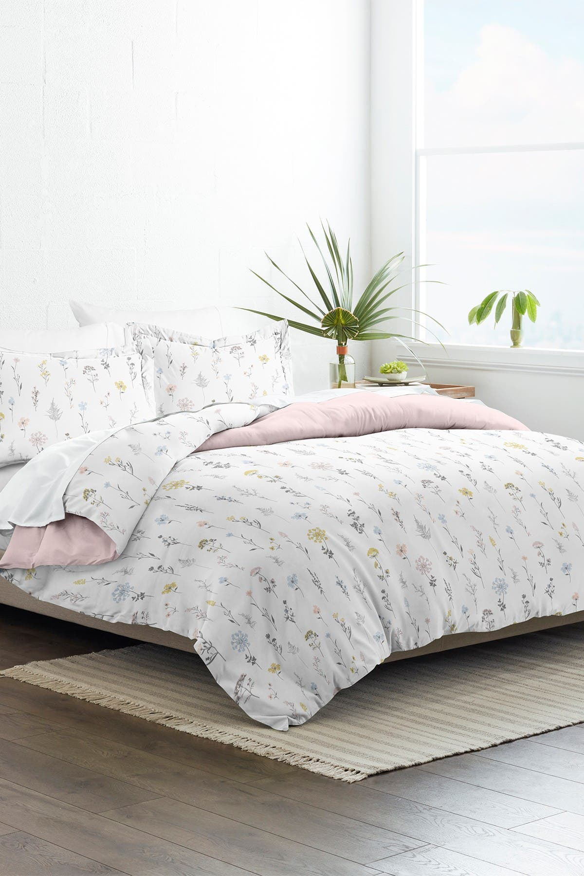 Image of IENJOY HOME Home Collection Premium Ultra Soft Wild Flower Pattern 3-Piece King/California King Reversible Duvet Cover Set - Pink