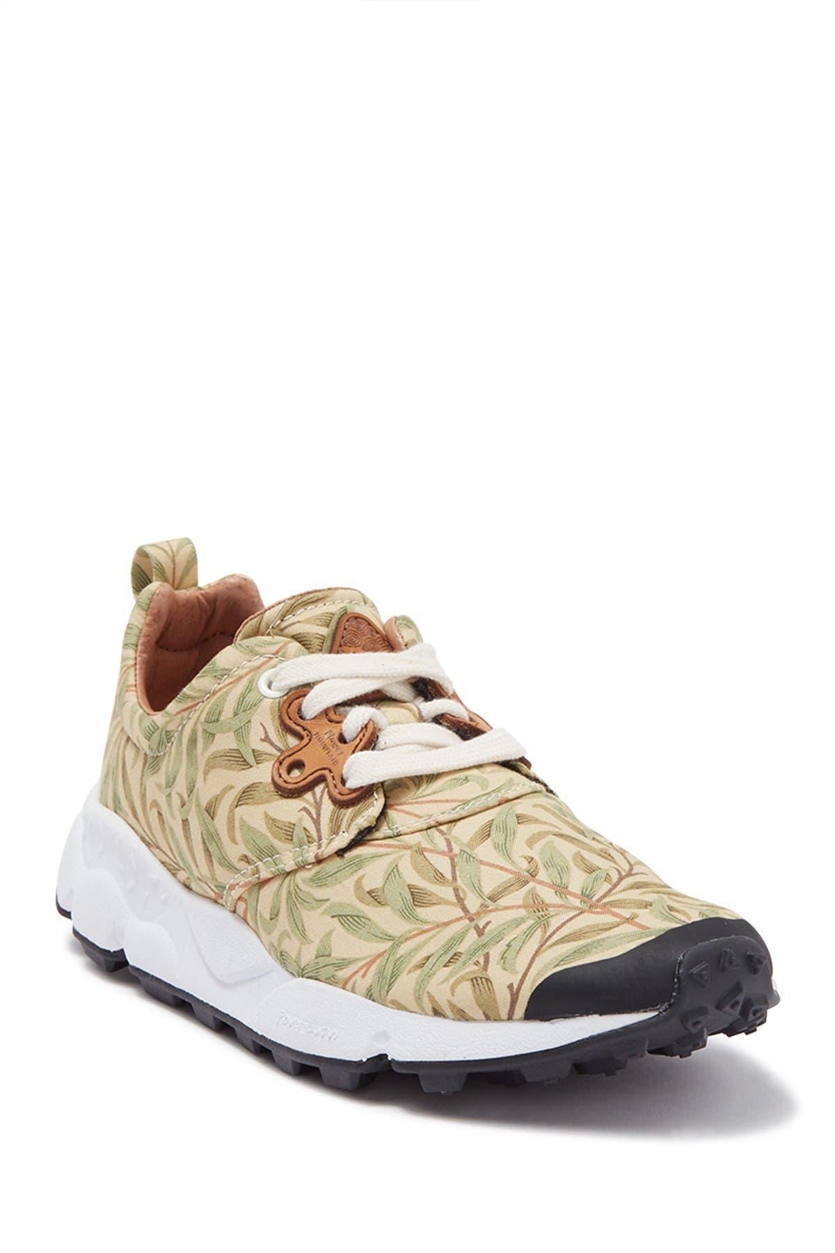 Image of Flower Mountain Pampas Leaf Print Sneaker