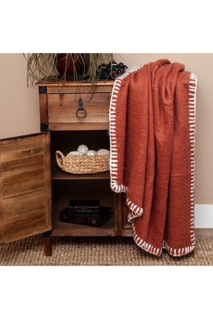 "Image of Parkland Collection Slubby Transitional Red 52"" x 67"" Woven Handloom Throw Blanket"