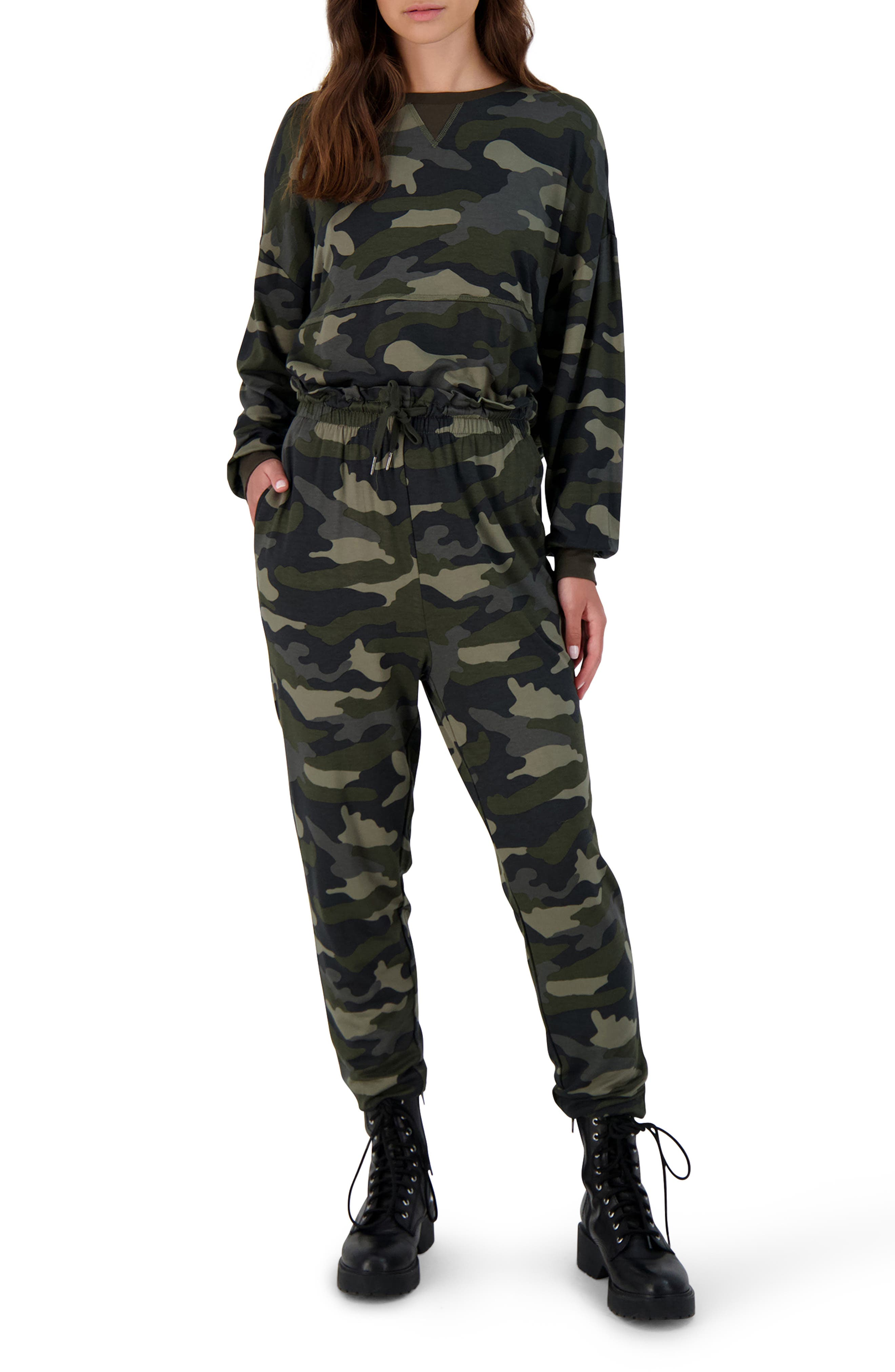 Nothin' To See Here Camo Pullover