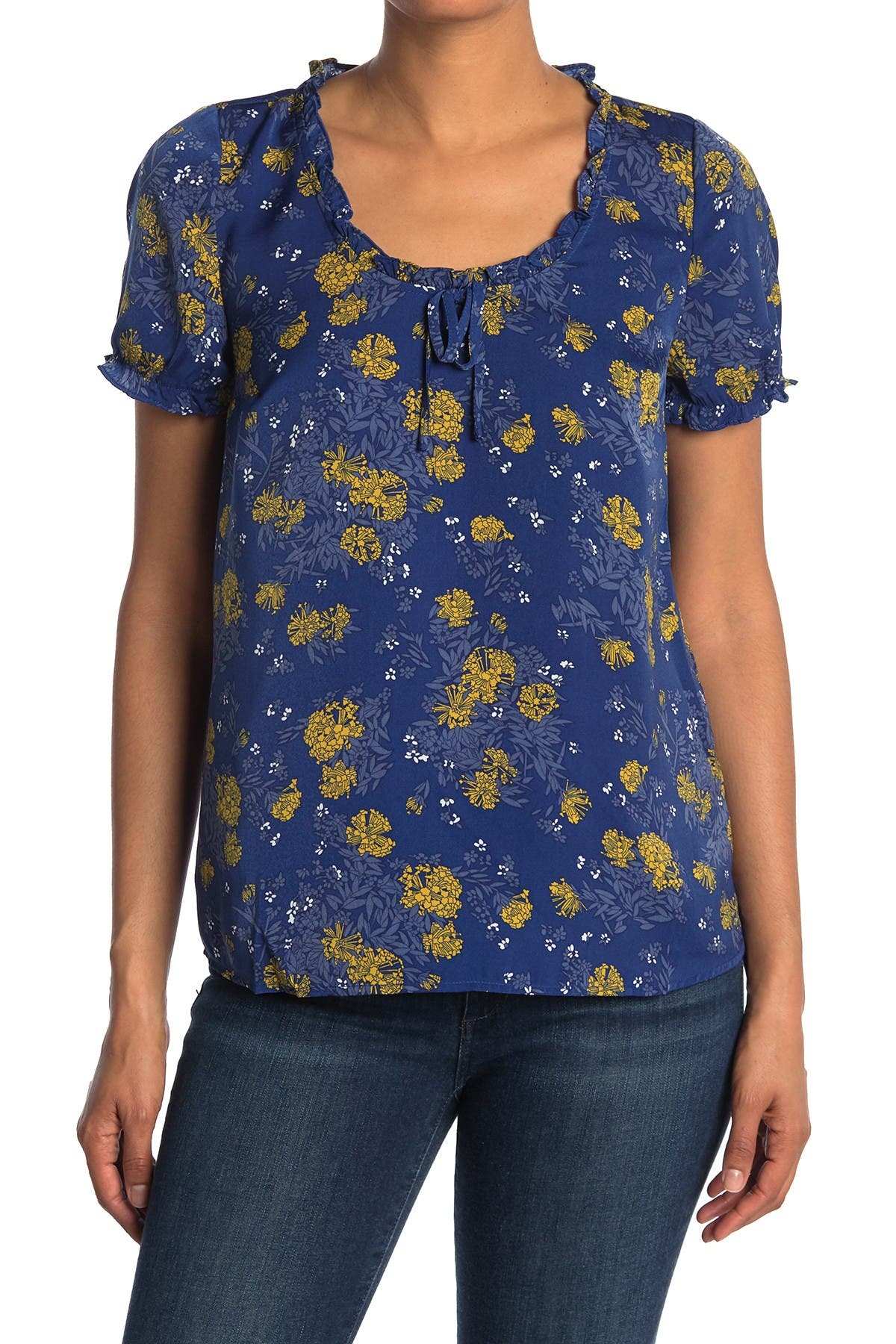 Image of MODCLOTH Short Puff Sleeve Scoop Neck Floral Blouse