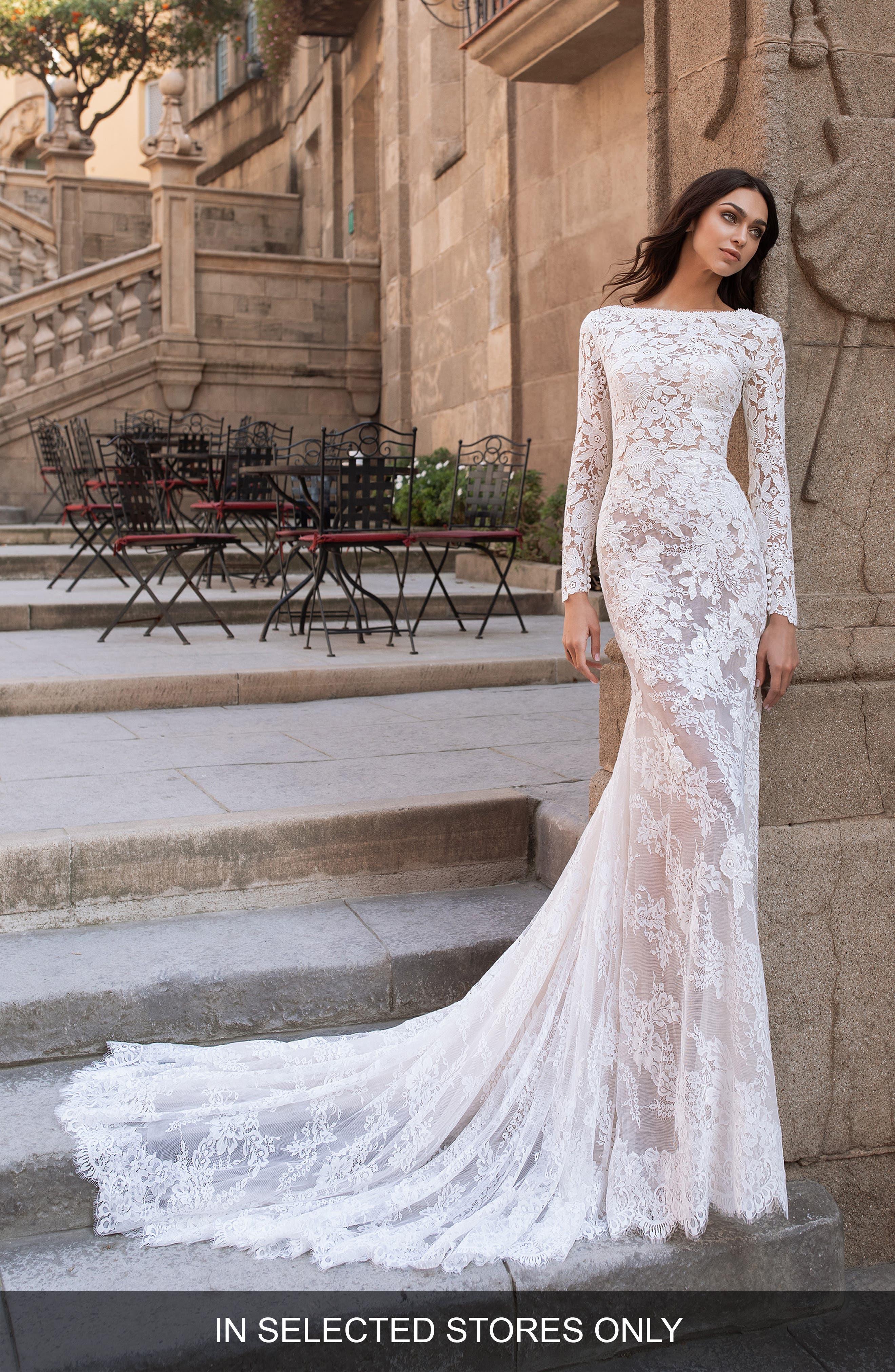 long sleeve lace wedding dress