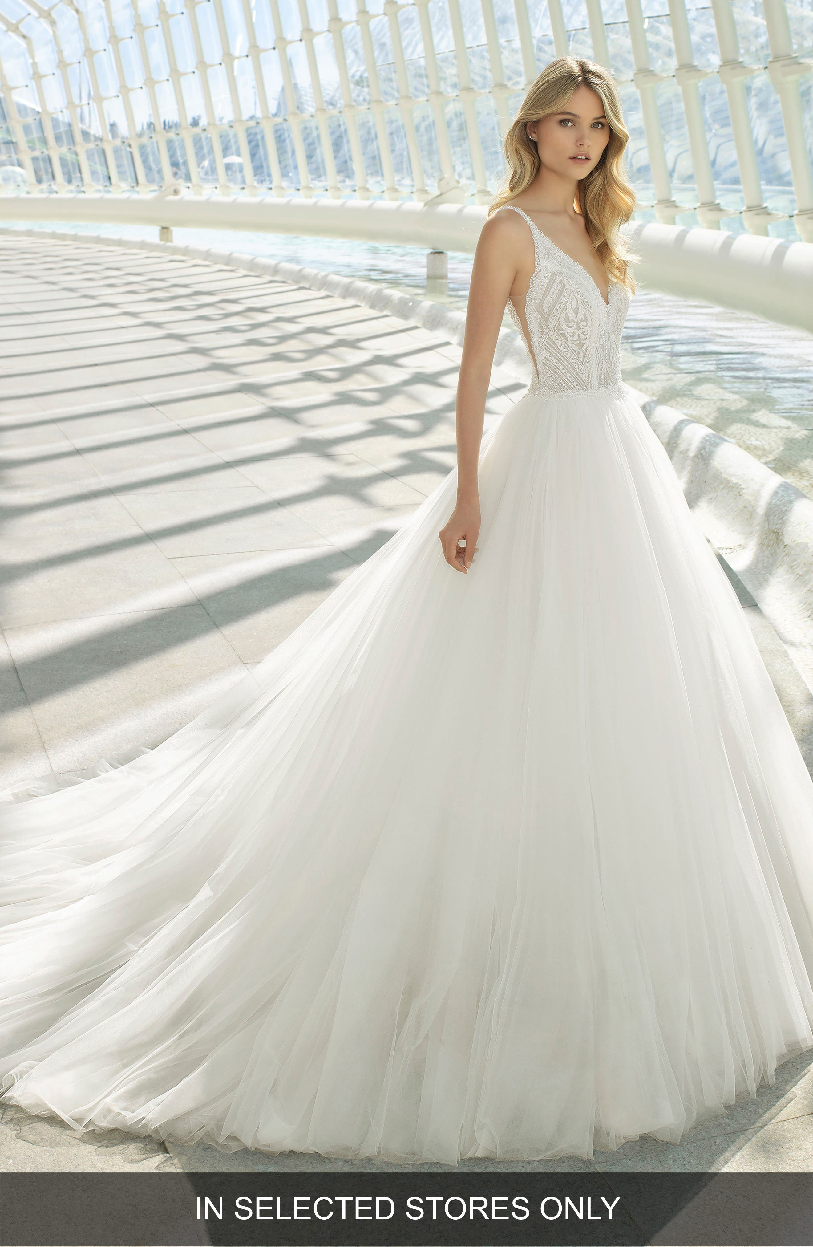 Doe Diamond Lace & Tulle Gown, Main, color, NATURAL
