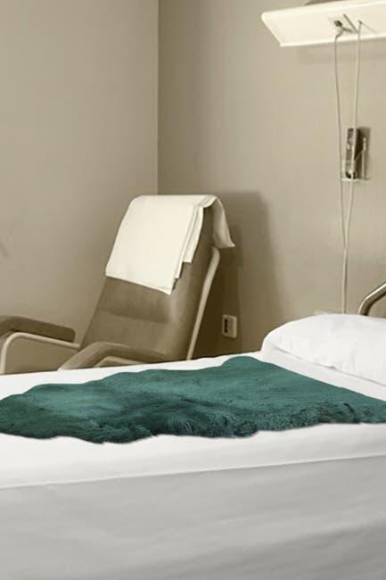 "Image of Natural Medical Genuine Sheepskin Shearling Pelt 24"" x 48"" - Grey"