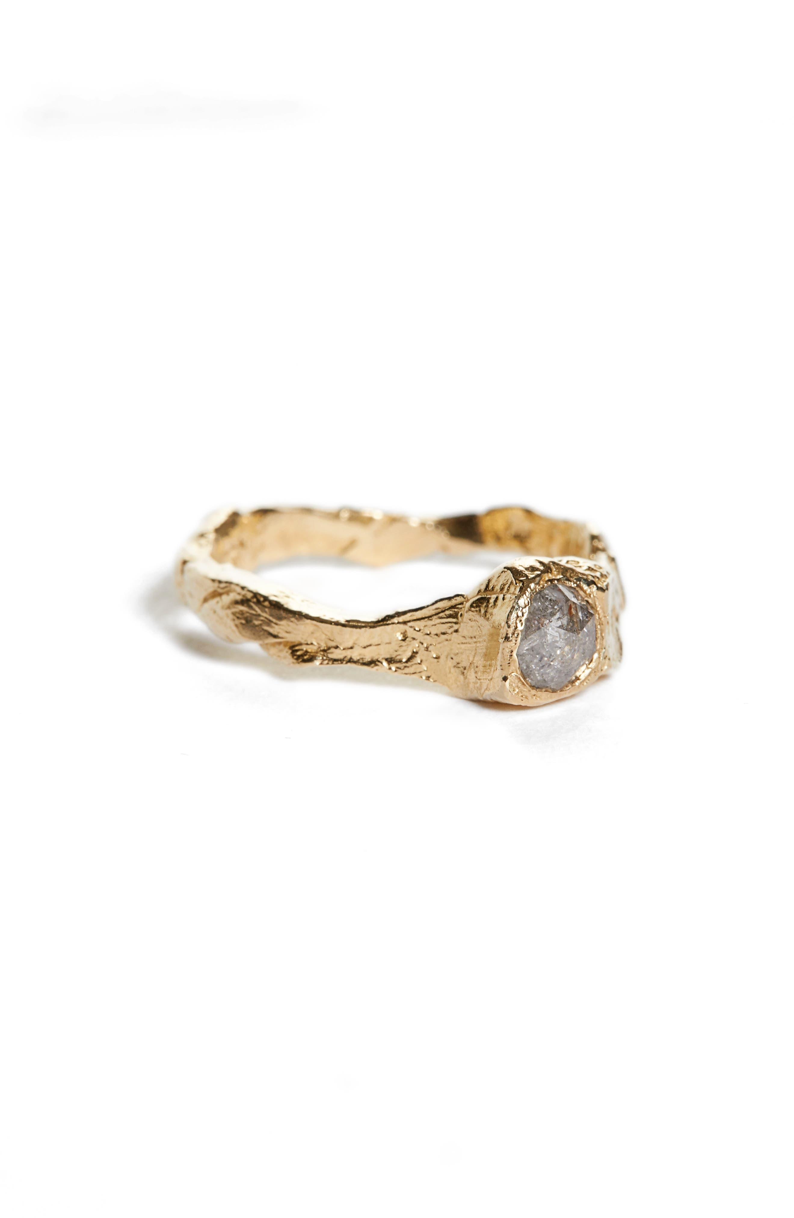 Coma Signet Ring