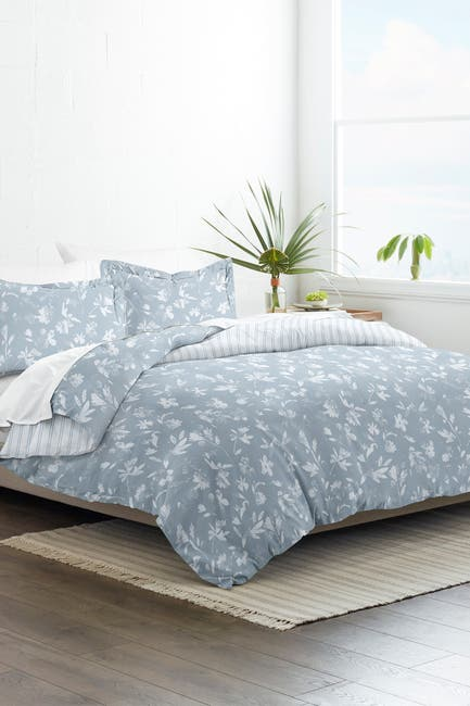 Image of IENJOY HOME Home Collection Premium Ultra Soft Country Home Pattern 3-Piece Reversible Duvet Cover Set - Light Blue - King / California King