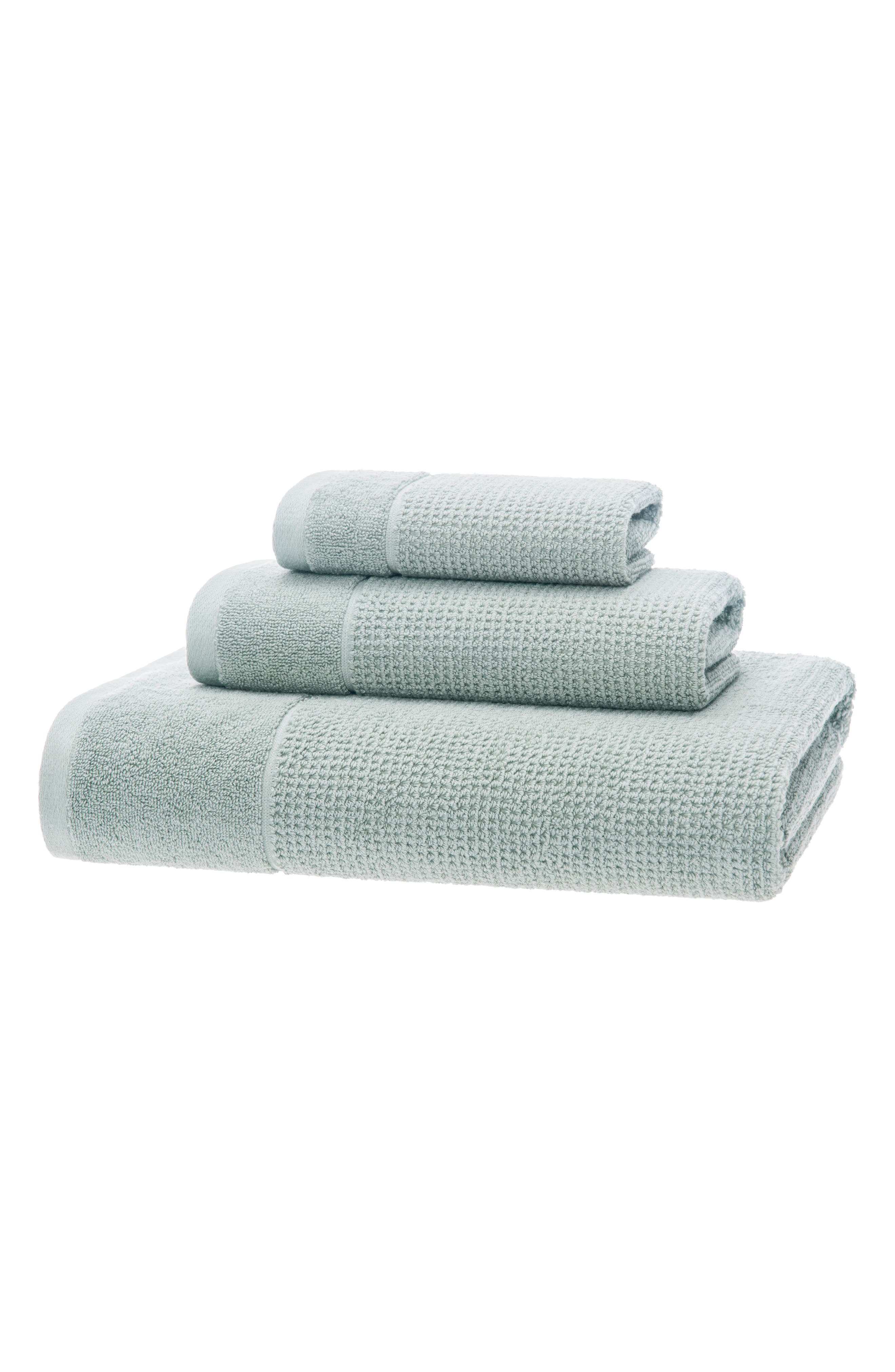 Wrap yourself in the comfort of premium Turkish cotton with this highly absorbent and exceptionally soft bath towel. Style Name: UGG Redondo Bath Towel. Style Number: 6070493. Available in stores.