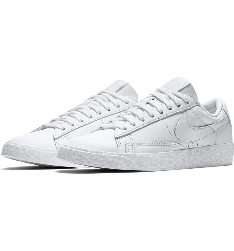 Blazer Low SE Sneaker | Nordstrom