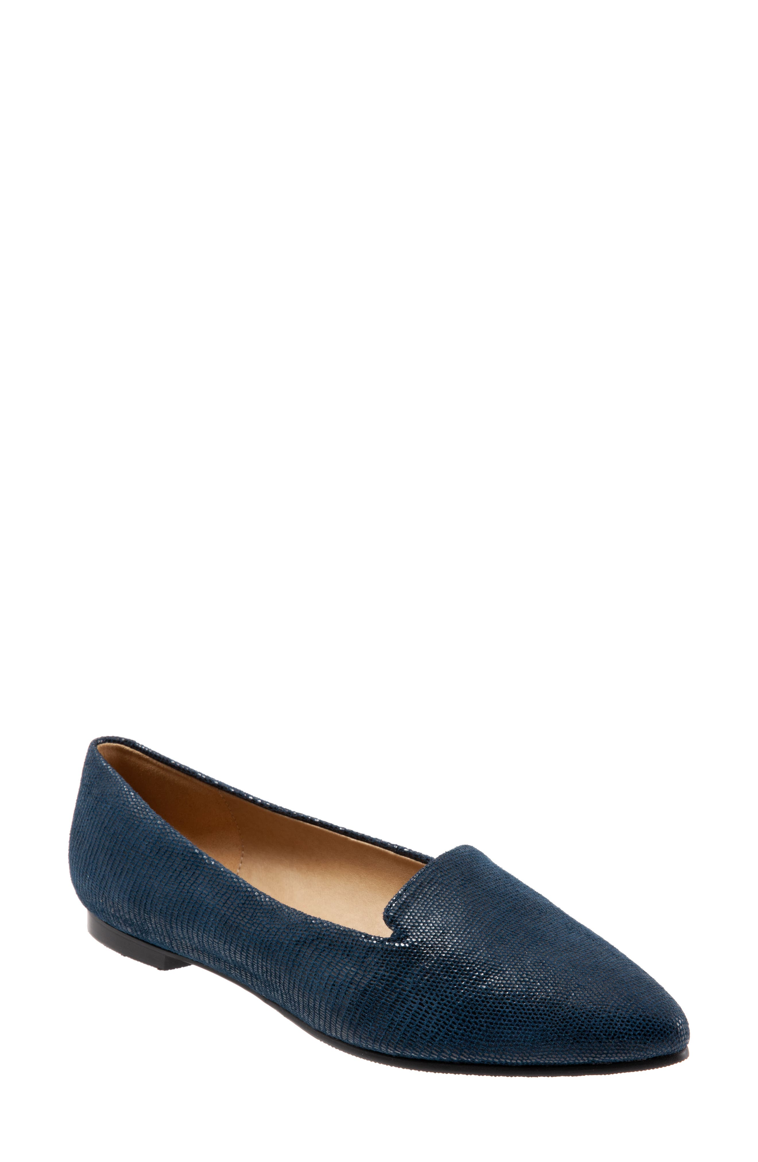Trotters Harlowe Pointy Toe Loafer, WW - Blue